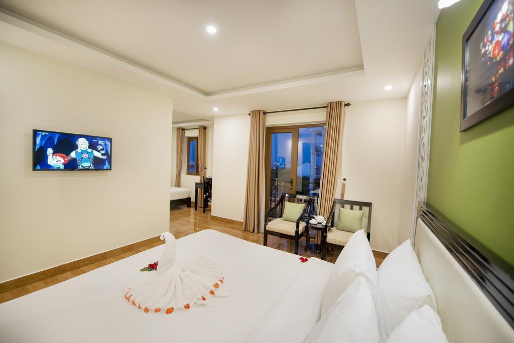 Family-Room-with-Balcony-1