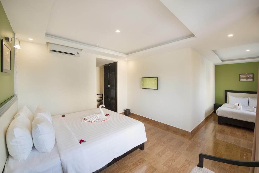 Family-Room-with-Balcony-3